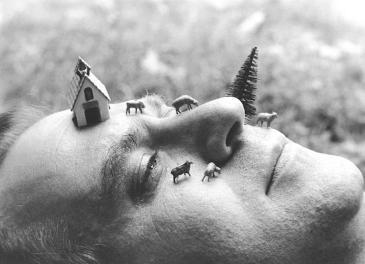 Luis Camnitzer Landscape as an Attitude, 1979 Laminated black and white photograph 11.3 h x 14.3w in 28.7h x 36.32w cm Cortesía Alexander Gray Associates, New York ©2016 Luis Camnitzer / Artists Rights Society (ARS), New York