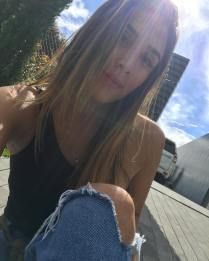 Daniela Ospina un viernes casual