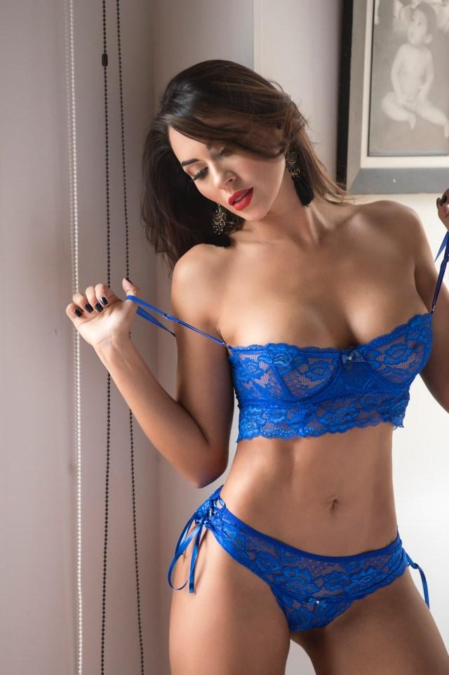Mayra Adarme en lencería azul
