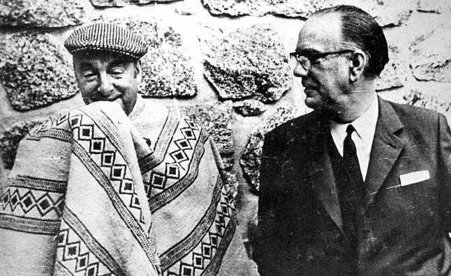 Camilo José Cela con Pablo Neruda.