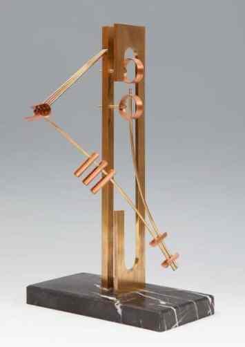 Moisés Villèlia: la fragilidad de la escultura
