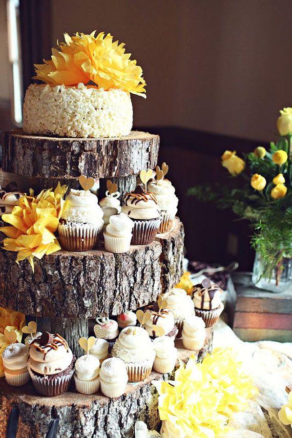 Pièce montée rustique avec des cupcakes