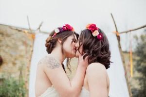 Baiser entre deux femmes