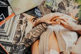 Mains tatouées