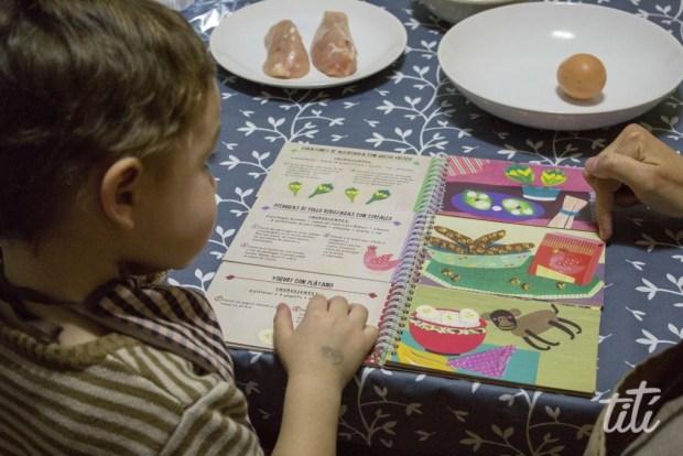 niño leyendo cuento