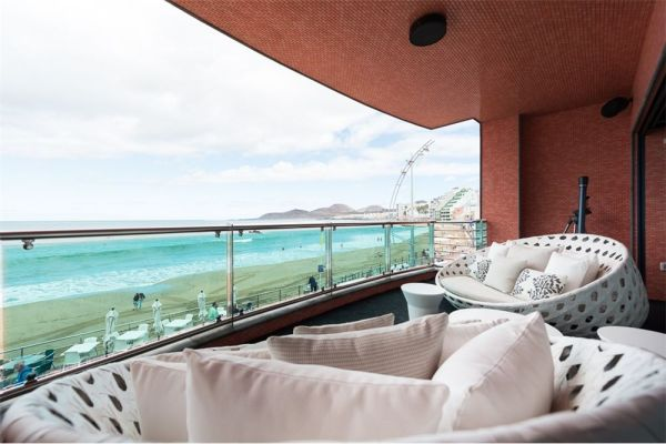 Luxury Las Canteras beachfront property at Playa Chica in Las Palmas