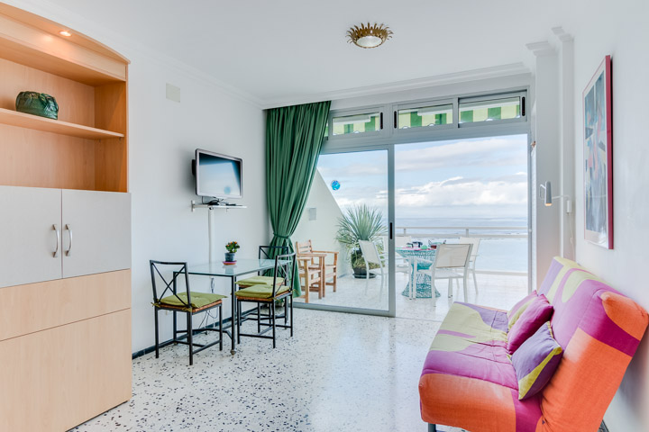 For sale: Studio apartment on the Las Palmas beachfront in the Lindamar building