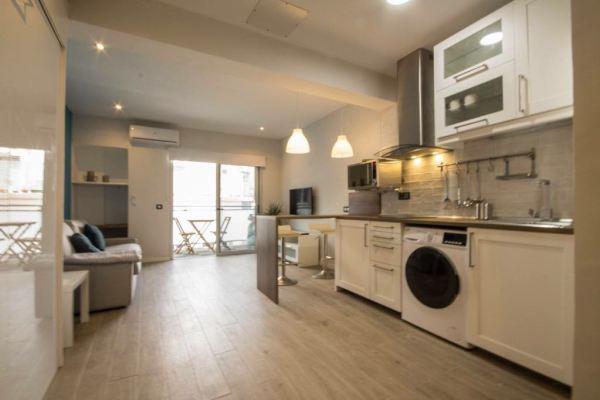 For Sale: Beautiful Las Palmas studio close to Las Canteras beach and Mesa y Lopez with balcony