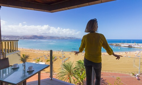 For Sale: Frontline Las Canteras apartment with beach views in Las Palmas de Gran Canaria