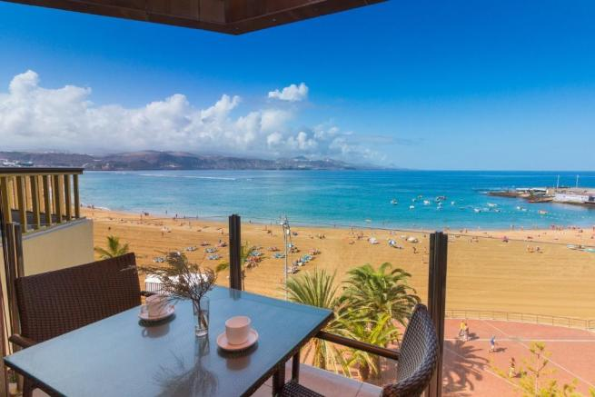 For sale: 2-bedroom, 100 suare metre beachfront apartment in Las Palmas de Gran Canaria
