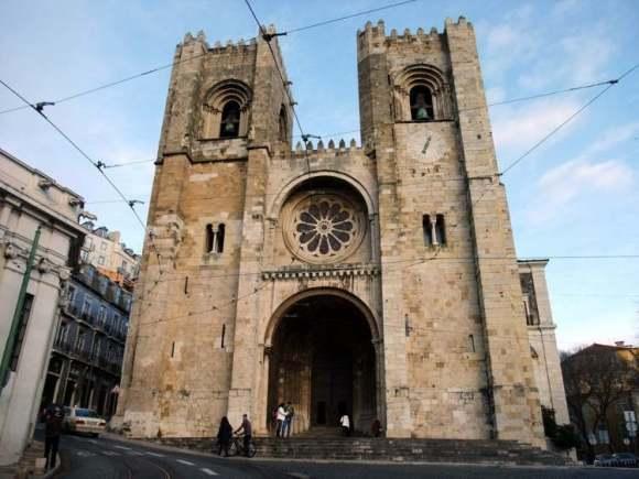 Cuales son las principales construcciones entre el siglo XI y XIII