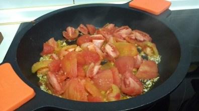 Espaguetis con langostinos y salsa de tomate casera (11)