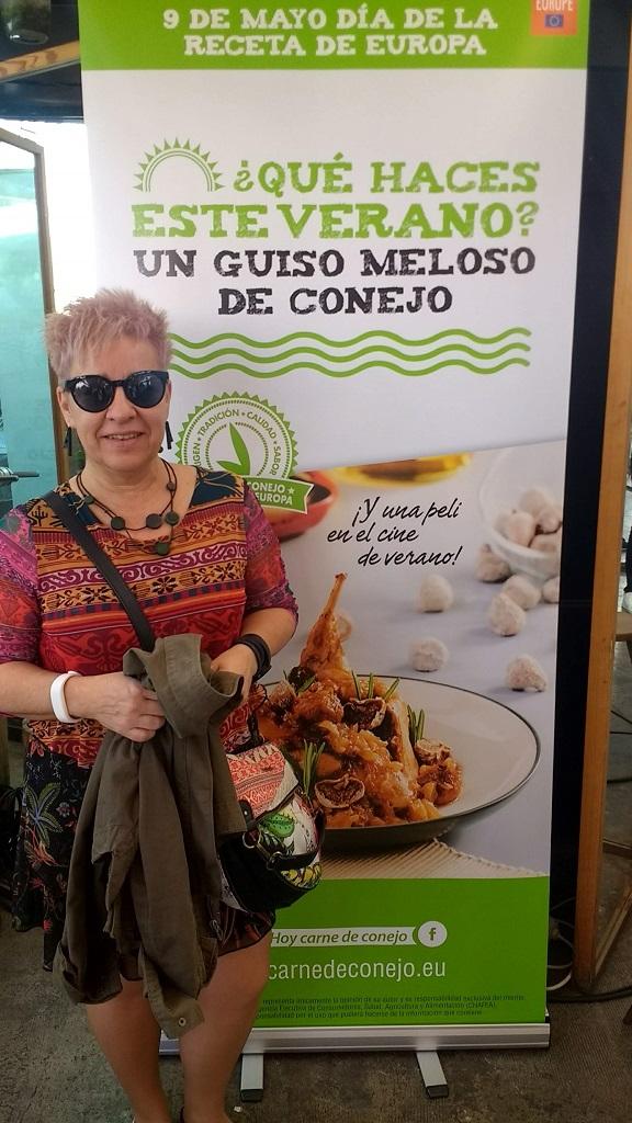 Paella y barbacoa con carne de conejo