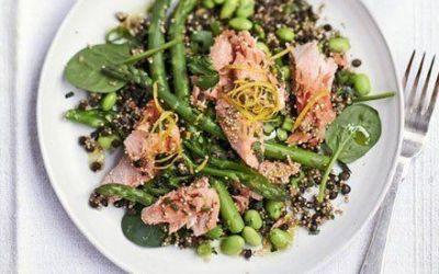 Recetas – Tostada Quinua, lentejas y ensalada de salmón escalfado