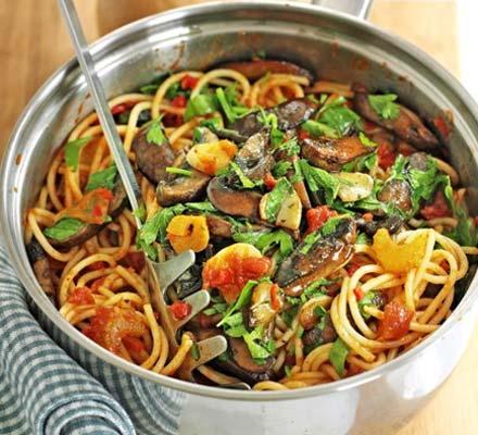 Recetas – Espaguetis picantes con champiñones y ajo