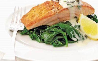 Recetas – Salmón y espinacas con crema tártara