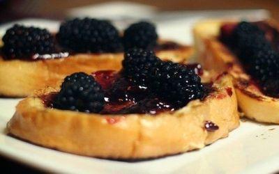 Recetas – Tostadas francesas con frutos del bosque