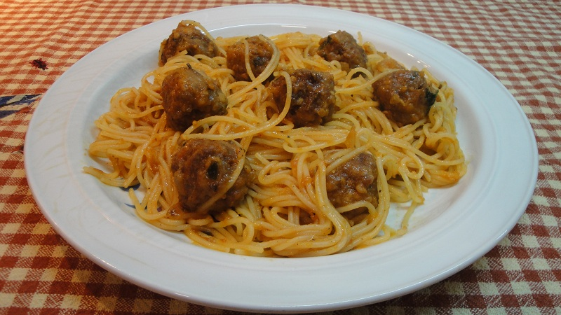 Espaguetis con albóndigas0 (0)