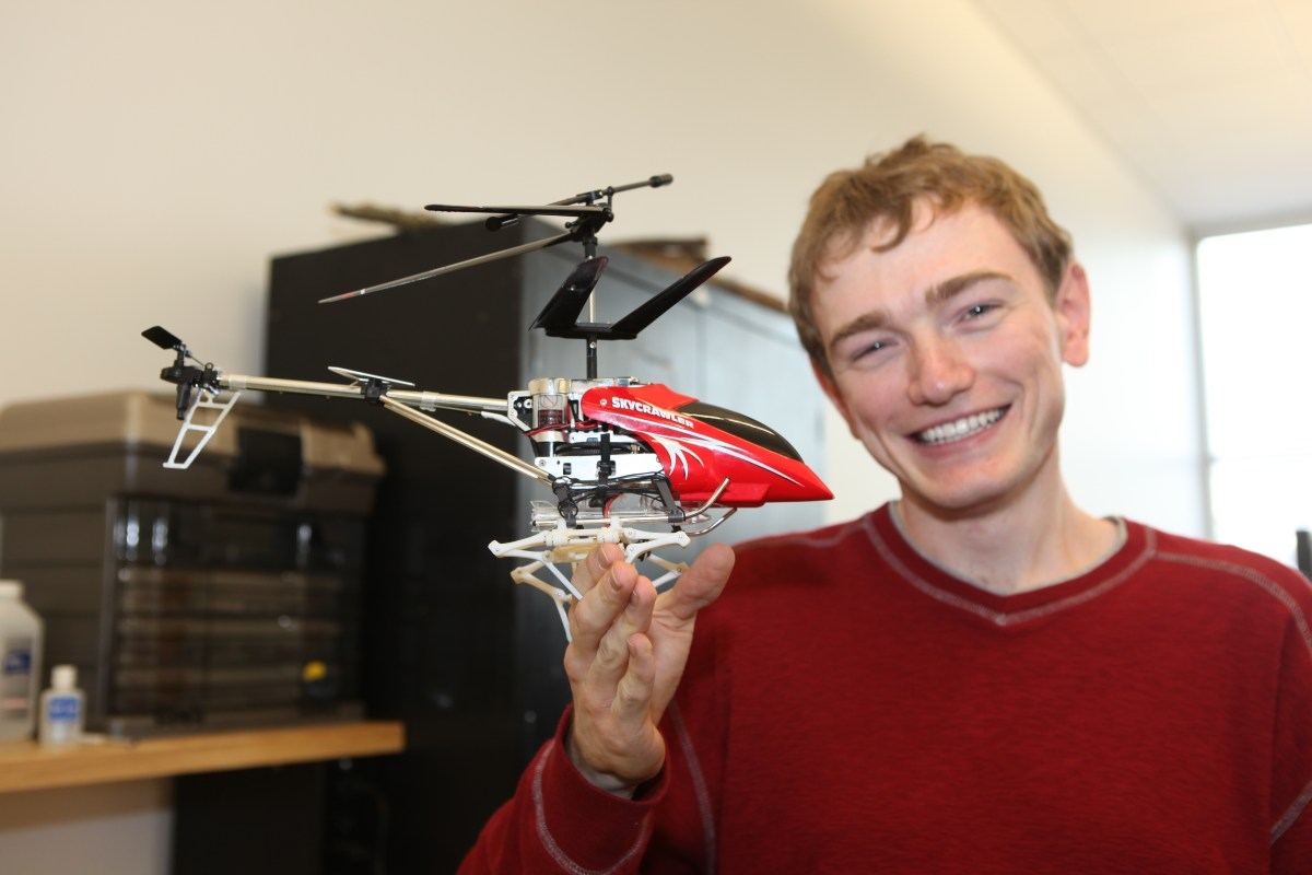 U student creates a solar-power, energy-storing helicopter.