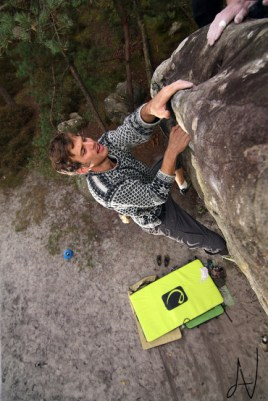 Fontainebleau boulder highball