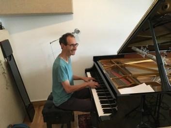 "<a href=""http://www.davidmusicgordon.com""target=""_blank"">David Gordon</a>"
