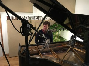 Jazz pianist and singer,