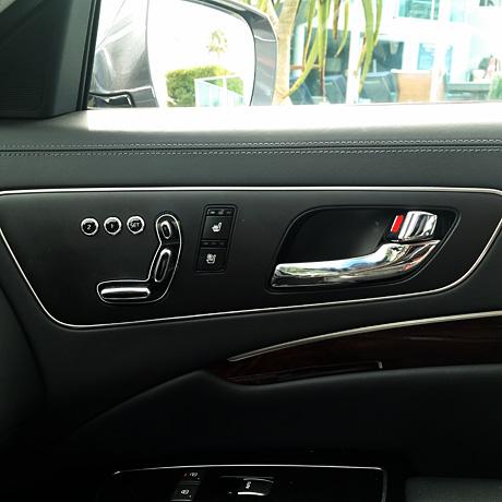 K900-interior-door