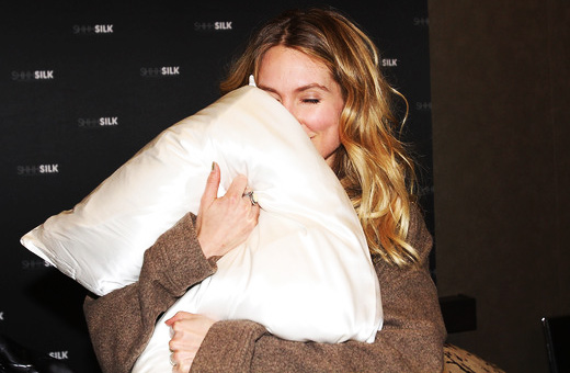 Sarah Carter, GBK Golden Globe gift lounge