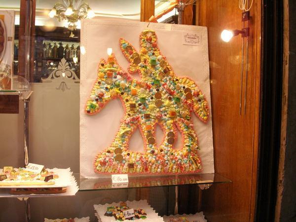 """Un """"San Martino"""" esposto nella vetrina di una pasticceria veneziana"""