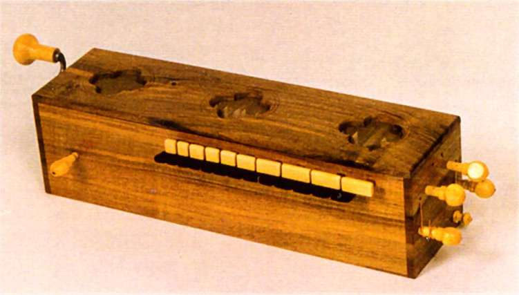Chifonie o symphonia derivata dal precedente organistrum ma di più ridotte dimensioni si sviluppa nel corso del XIII secolo