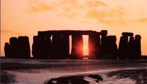 La costruzione neolitica di Stonehenge al Sosltizio d'inverno
