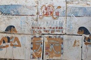 Pitture che adornano la tomba recentemente scoperta del faraone Senebkay