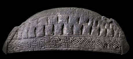 La lapide di Hogback dalla Chiesa Parrocchiale Govan Old, Glasgow. Fotografia: I Trustees del British Museum