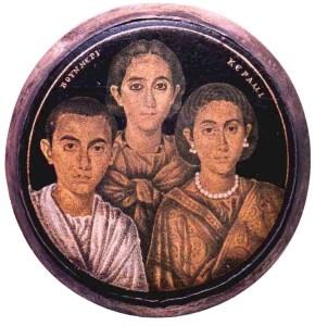 Tondo raffigurante Valentiniano III, con la madre Galla Placidia e la sorella Giusta Grata Onoria (Brescia, Museo di Santa Giulia).
