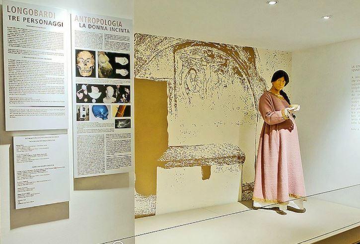 La ricostruzione della nobile donna longobarda presente al Museo Archeologico di Milano