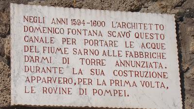 Lapide commemorativa nei pressi di Pompei