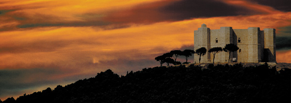 Suggestiva visione di Castel del Monte al tramonto (foto di Toti Calò)