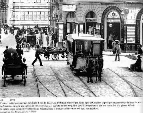"""Dall'Archivio Alinari una foto di tram a trazione ippica a Firenze: siamo nel 1890, due anni prima che l'Accademia della Crusca affrontasse la correttezza del nome """"tranvai"""" in italiano"""
