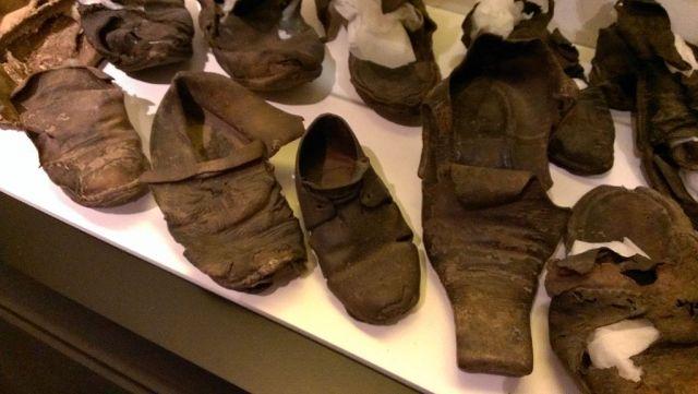 Collezione di scarpe nascoste e rinvenute nell'East Anglia, St Edmundsbury Heritage Service, St Edmundsbury Borough Council