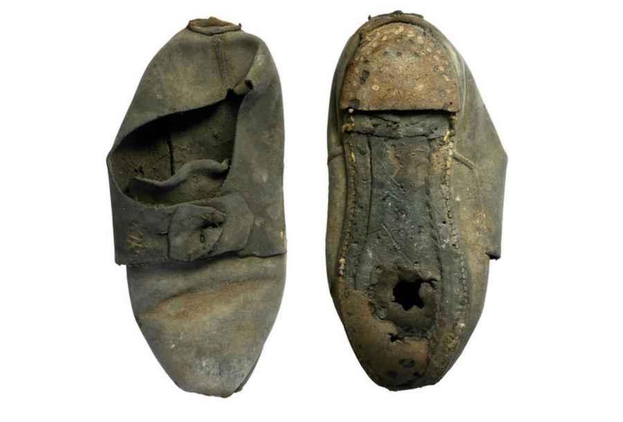Questa scarpa incredibilmente ben conservata, è stata verosimilmente usata come difesa dagli spiriti maligni al St. John College, secondo l'opinione degli studiosi. (Foto: Cambridge Archaeological Unit)
