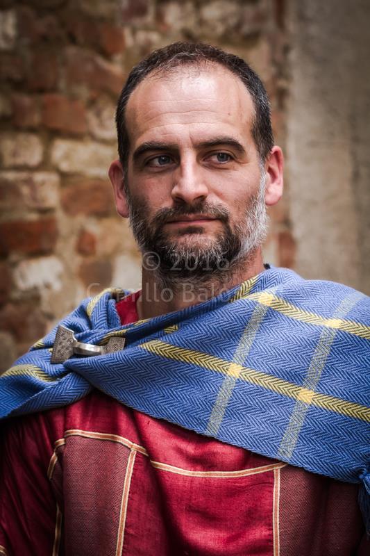 L'archeologo Yuri Godino in abiti longobardi (foto: Camillo Balossini)