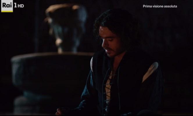 Cosimo, interpretato da Richard Madden, al Pantheon nella prima puntata de I Medici, indossa un farsetto di stile molto più tardo.