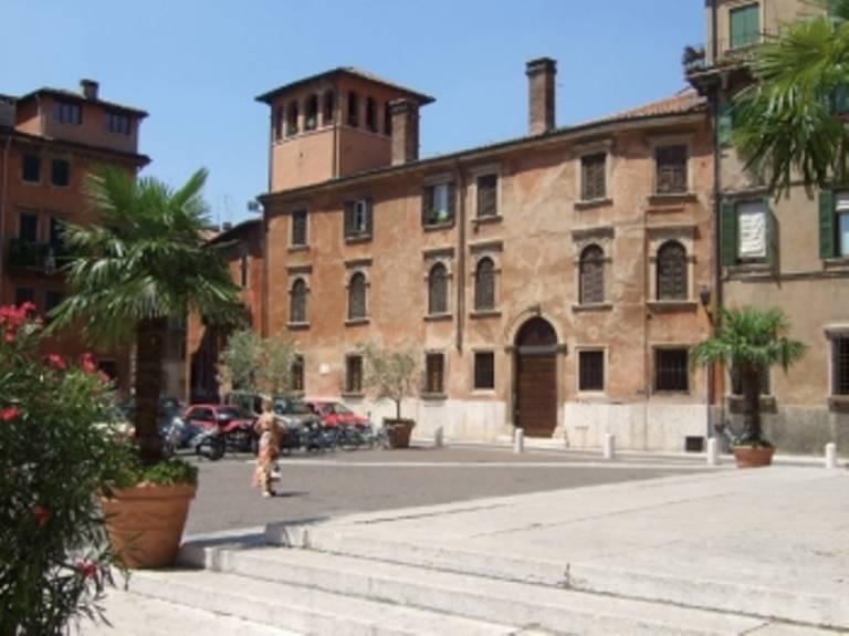 La facciata della Biblioteca Capitolare di Verona