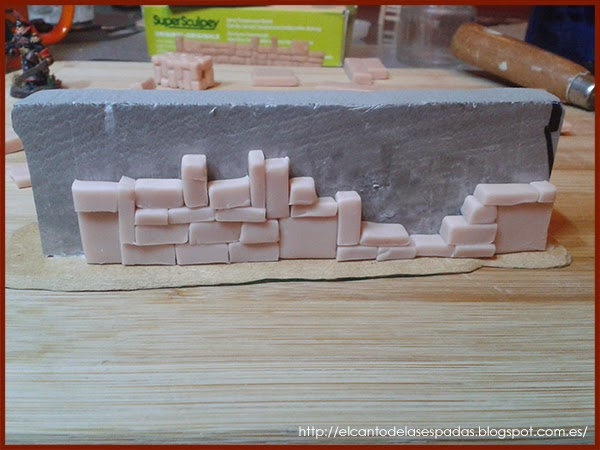 Piedra-Muro-Caído-Valla-Fence-Wall-Stone-Wargames-Warhammer-Escenografia-Scenery-Wargames-01-SuperSculpey-Clay