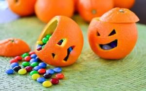 Идеи украшения стола на Хэллоуин, как украсить стол на Хэллоуин, как подать сладости на Хэллоуин, вазочка для конфет на Хэллоуин