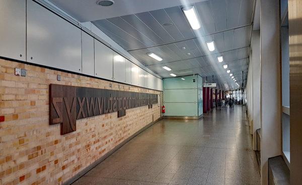 farringdon johnston font 04 600x367 - London Underground unveils a Johnston font memorial