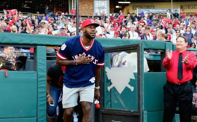 Quand LeBron James débarque dans le stade des Cleveland Indians
