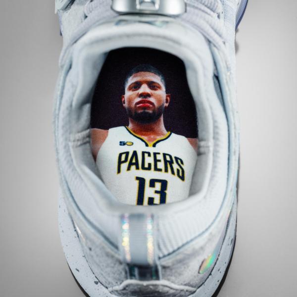 16-420_Nike_PG1_Hero_Single_Gray-03a_native_600