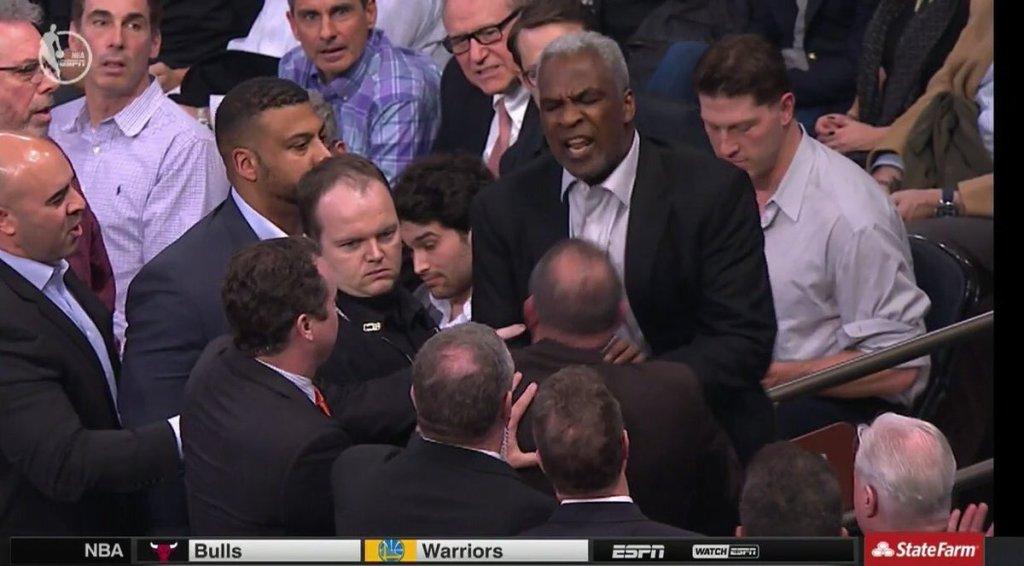La légende des Knicks, Charles Oakley, expulsée et arrêtée au MSG