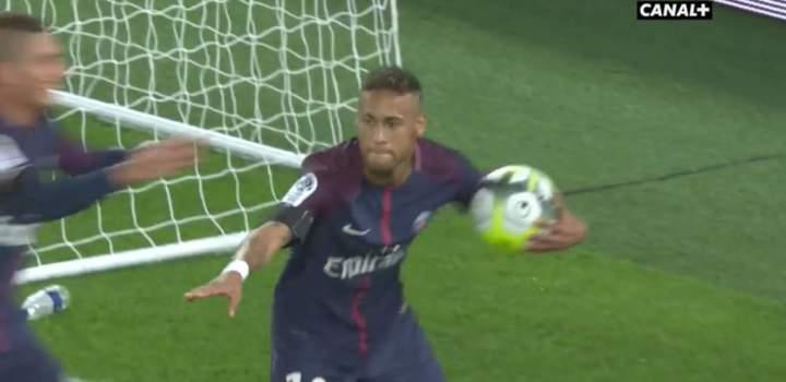 Sous les yeux de Blaise, Neymar marque et fait le Matuidi Charo